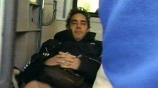 El momento en que Alé es trasladado en ambulancia tras la crisis.