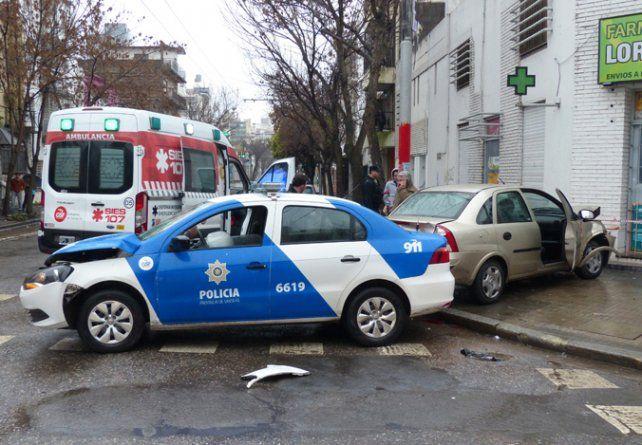 Impacto. El patrullero circulaba en contramano persiguiendo a delincuentes.