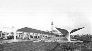 Los orígenes de la terminal. El barrio Agote y la inconfundible cúpula de la terminal de ómnibus. La colección se propone bucear en la historia de todos los barrios rosarinos.