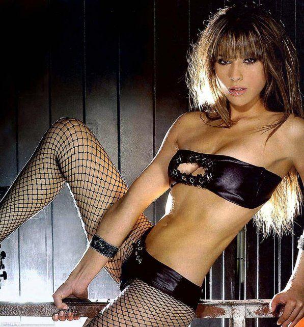 La Vannucci reapareció con una tremenda producción de fotos con topless incluido