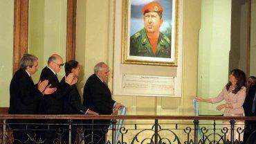 Cristina. La ex presidenta colocó un cuadro de Chávez