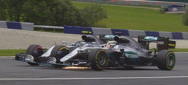 Crash. Hamilton busca la punta por afuera