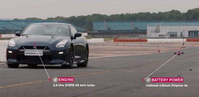 La batalla de la velocidad entre un auto deportivo y un drone