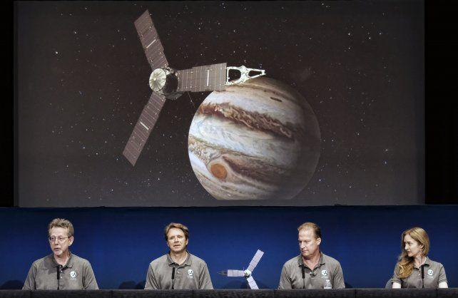 Conferencia de prensa brindada ayer por los mayores responsables científicos de la misión de Juno.