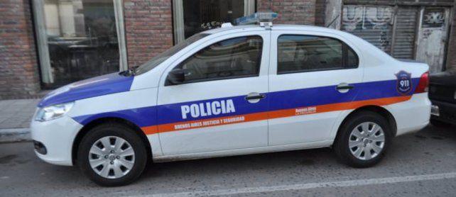 Jóvenes delincuentes robaron un patrullero para escapar de la policía