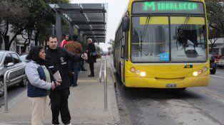 Flamante. El Metrobus fue inaugurado el jueves pasado y ayer cosechó elogios por parte de los usuarios.