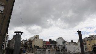 Domingo gris y lluvioso en la ciudad con una máxima que no pasará los 16 grados