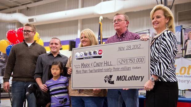 Mark Hill ganó la lotería y usó el dinero para ayudar a la comunidad.
