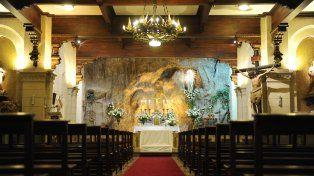 Forcejeó con el cura e intentó llevarse los cálices de la parroquia de Lourdes