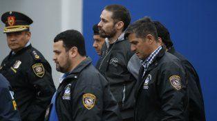Antes de partir. Pérez Corradi fue escoltado por policías paraguayos hasta el avión que lo trajo a la Argentina.
