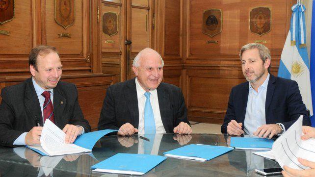 La firma. La reunión de ayer en la Casa Rosada.
