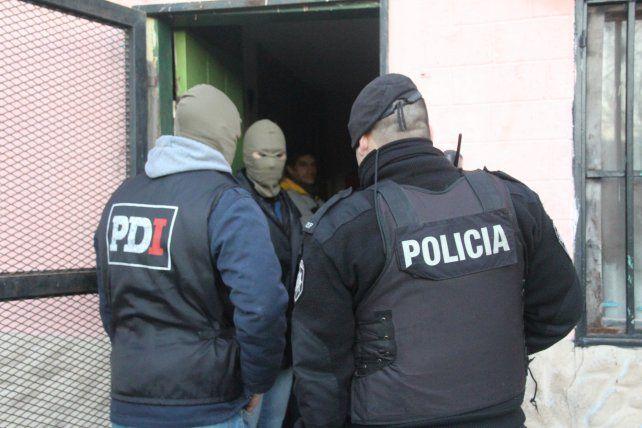 En los allanamientos realizados se secuestraron pertenencias y mercadería de interés para la causa.