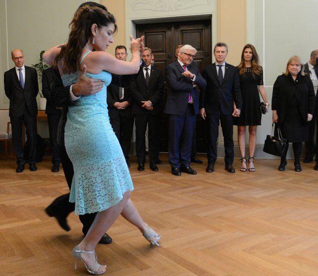Macri compartió una cena que ofreció en su honor el ministro de Relaciones Exteriores de Alemania. Hubo tiempo para el tango.