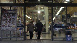 Una de las sucursales de Coto que abrió el domingo pasado. Las autoridades advirtieron que habrá sanciones.