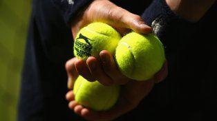 Escándalo en Wimbledon: acusan a un jugador de orinar en un tubo de pelotas en pleno partido