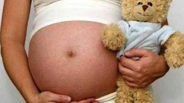 Detienen al padrastro de una menor por violarla y embarazarla y a la madre de la nena por complicidad