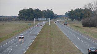 Reparación de la Autopista. La Gobernación expresó que repavimentará la traza vial.