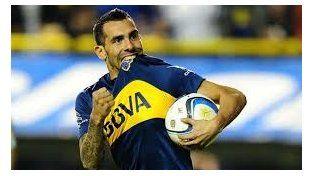 Apache. Carlitos Tevez es el dueño de la pelota y de las mayores esperanzas de Boca.