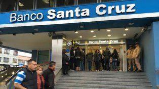 Una de la sucursales del banco de Santa Cruz que fue allanada esta mañana.