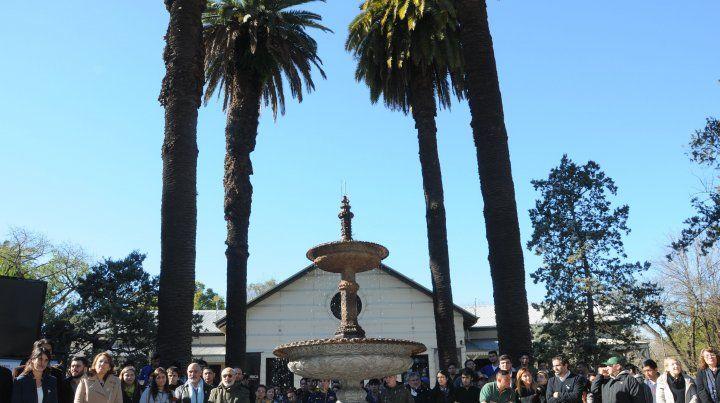 en el corazón del parque. La exhibición del plan contó con la presencia de autoridades locales y regionales.