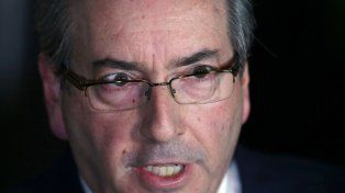 golpeado. Cunha anunció su dimisión con la voz quebrada. Se dijo víctima de una presunta persecución judicial.