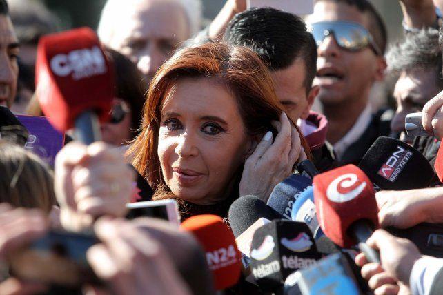 acosada. Cristina suma más complicaciones en el frente judicial.