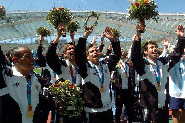 Atenas 2004. La selección nacional dirigida por el rosarino Marcelo Bielsa hizo historia en fútbol porque fue la primera que logró el oro olímpico para Argentina.
