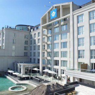 Wyndham Nordelta es un hotel 5 estrellas con 141 habitaciones, SPA, Restaurante y 7 amplios salones de reunión y eventos.