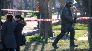 La policía custodia los cuerpos de las víctimas de la tragedia de Necochea.