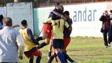 Central Córdoba se une en un abrazo tras los penales por Copa Santa Fe.