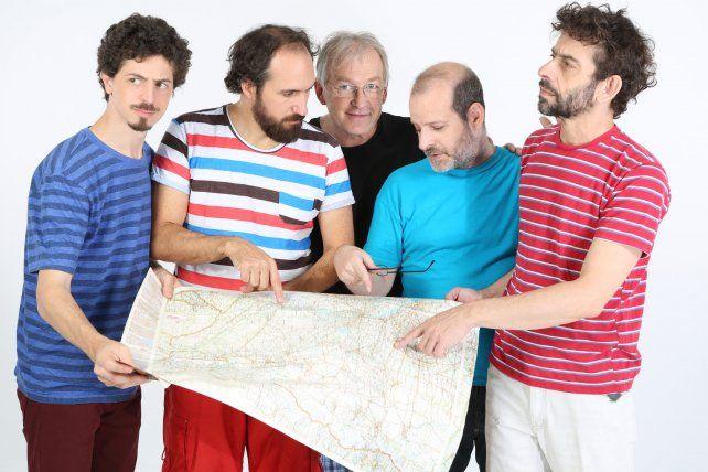 En banda. Luis Pescetti (centro)