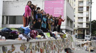 Unos cien artistas participaron ayer en San Luis y Moreno del mural