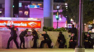 Noche sangrienta. El trágico tiroteo se registró la noche del jueves, en pleno centro de Dallas y a 500 metros de donde fue asesinado Kennedy.