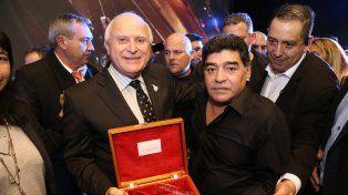Para Diego. El presente que también recibió Maradona de manos de Lifschitz.