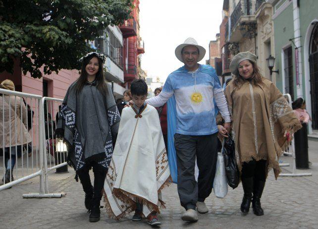Los preparativos para el acto central que será esta mañana en Tucumán.