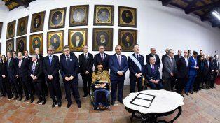 Solemnidad. Las autoridades nacionales y provinciales rubricaron el acta en el salón donde se firmó la Independencia.
