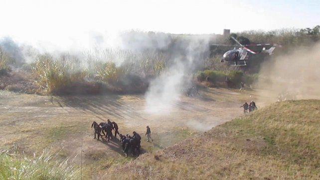 Simulacro. Los policías realizaron prácticas en el campo durante el curso.