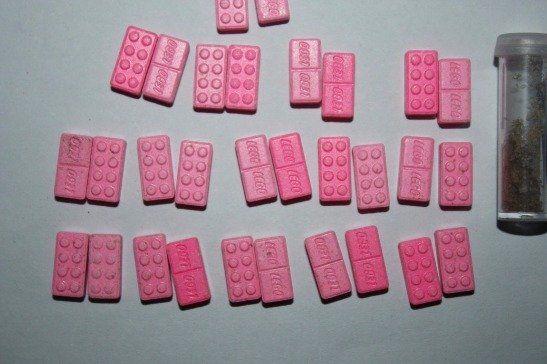 Detuvieron a un hombre en un boliche con pastillas de éxtasis, 100 mil pesos y varios celulares