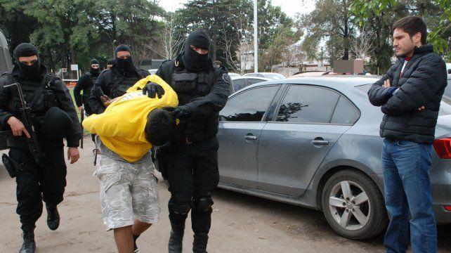 Las detenciones en Rosario fueron en Cerrito al 5100 y barrio Hostal del Sol. Secuestraron 10 armas.