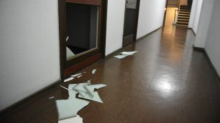 Violentaron varias oficinas de un edificio de Córdoba al 1100.