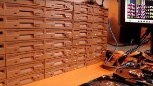 Crean una orquesta electrónica con discos duros para tocar Smeels like teen spirit