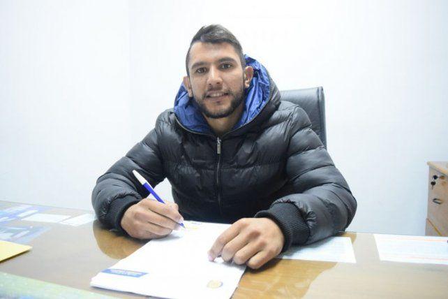 Walter Montoya renovó su contrato con Central hasta junio de 2019