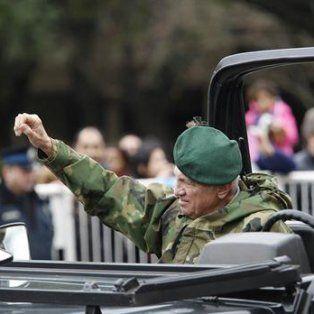Perfil. Aldo Rico, quien reapareció en la parada militar por el Bicentenario, se rebeló contra la democracia en 1987.