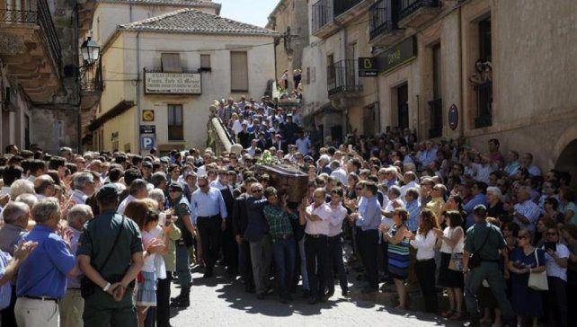 Segovia dolida. Vecinos y toreros tomaron parte del funeral de Barrio.