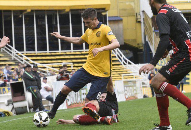 Nico Da Campo fue criterioso con el balón. Jugó suelto por izquierda y fue la mejor alternativa que tuvo el equipo de Leo Fernández.