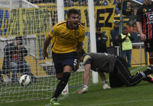 Goleador improvisado. Maxi González jugó más adelantado en la mitad de la cancha y convirtió dos goles por primera vez en su carrera con la camiseta de Central.