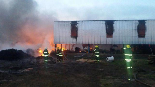 Se incendió el depósito de una planta de reciclado de caucho de Arroyo Seco