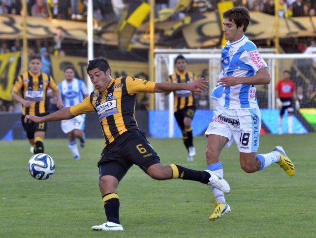 Moiraghi llegó hoy a Rosario, firmó y por la tarde se sumó al plantel de Newells