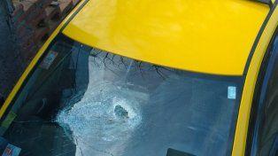 Parabrisas destruido. El vidrio delantero de la unidad quedó destrozado por los golpes recibidos en la madrugada del 9 de julio pasado.