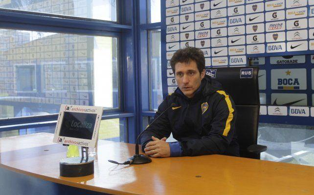 Contrapunto. Barros Schelotto se cruzó con un periodista durante una conferencia ayer en el estadio Luis Conde.